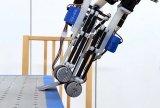 机械手可以利用其自由度,完成人类手做不到的事情啦
