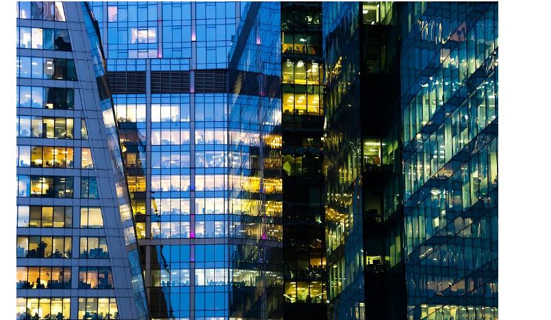 玻璃和技术的精确融合推动了智能玻璃产业的发展