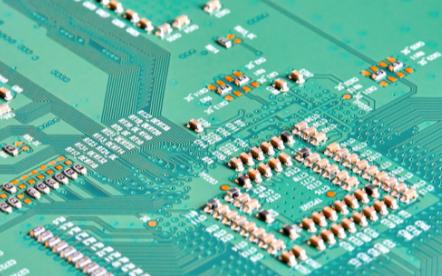 DDR SDRAM是拥有着双倍数据传输率的SDR...