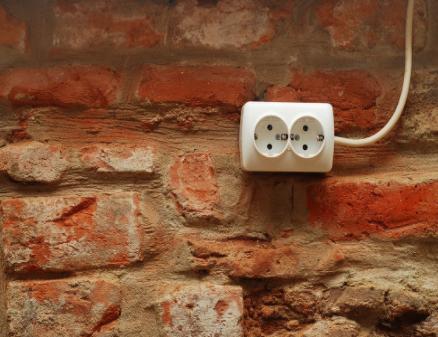 关于手机的疑惑:先插插头还是先插数据线?