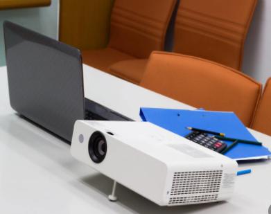 HDMI分配器:连接多款显示设备,轻松实现多屏同步观影