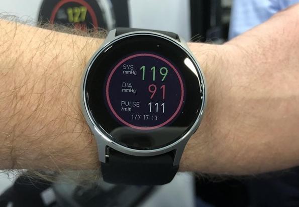 歐姆龍HeartGuide:實時監測用戶血壓