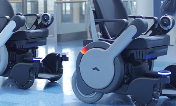 日本獨立科技公司與松下電子合作,開發了一款自動駕駛技術的機器人