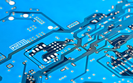 面对两面夹击,中国芯片产业能否突出重围