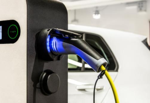新能源汽车充电时,需注意这四种充电方式,伤电池还...