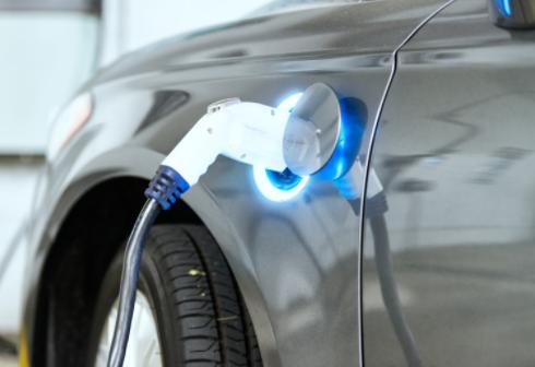 大众选择万向为中国动力电池供应商,订单规模在百亿...