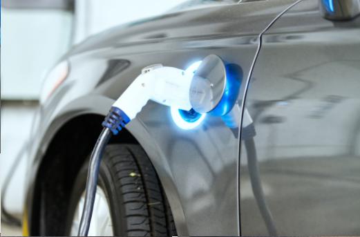 搭载刀片电池的比亚迪汉新能源汽车,能否击败特斯拉的Model 3?