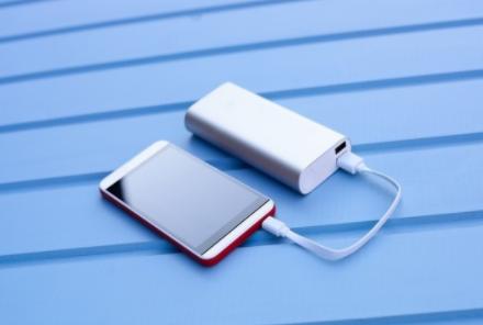 使用非原装充电器,是否会对手机造成损害?