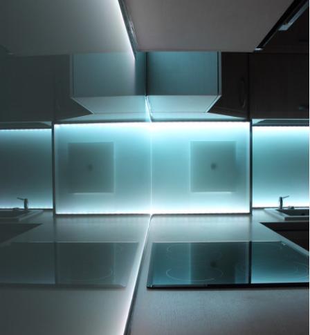 从三方面分析LED透明屏的工作稳定性解决方案