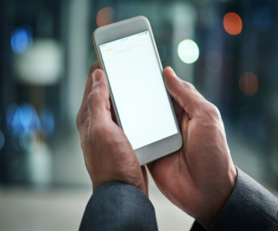 小米新专利:有环绕式显示屏和透明的后面板的新概念手机