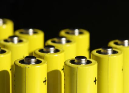 英国宣布将放宽规划立法,简化建造存储可再生能源的...