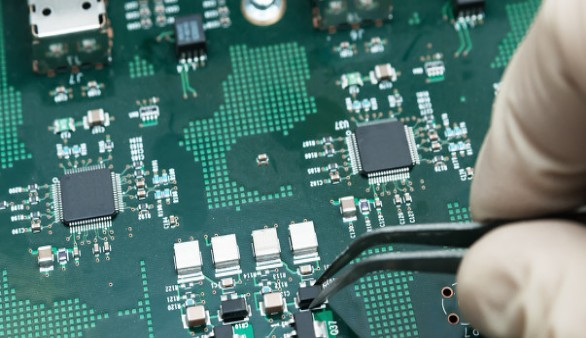 造成PCB单层板和双层板电磁兼容问题的原因是什么...