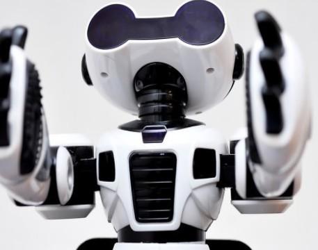 英特爾推出的服務機器人產品以及AI+體溫預警系統助力疫情防控