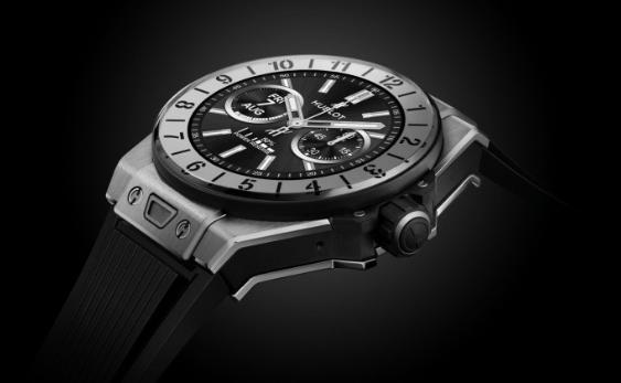 瑞士手表推出豪華智能手表 Titanium