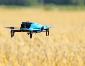三星電子演示使用遙控應用程序的智能手機來駕駛配備攝像頭的無人機