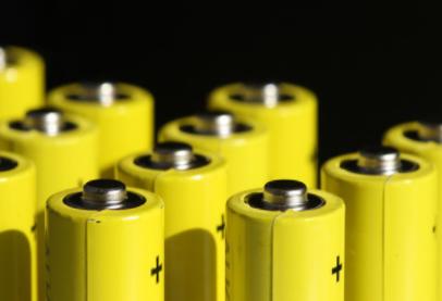 英飛凌科推新型感測和平衡IC,專門針對電動車電池設計