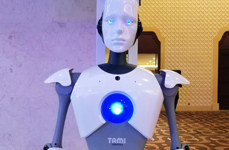 俄羅斯市政中心迎來女機器人職員
