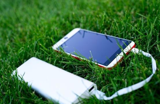 继苹果取消随机充电头和耳机,三星也将取消明年的随...