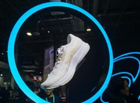 亞瑟士CES展出智能跑鞋 可提出運動改善建議