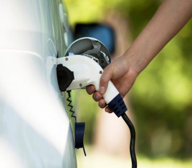 特斯拉两款新能源汽车被列入推荐车型目录,均搭载三元锂动力电池