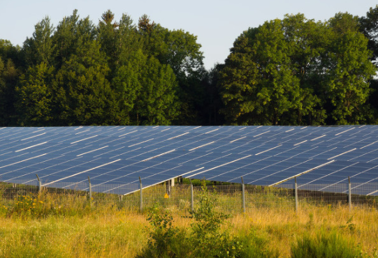 LG推出一个370W的太阳能电池逐渐,效率可达2...