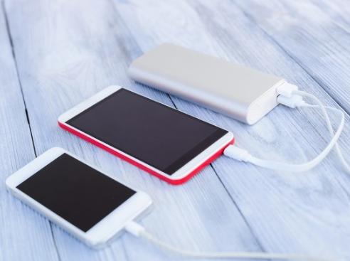 為什么大多數廠商不做快充充電寶呢?
