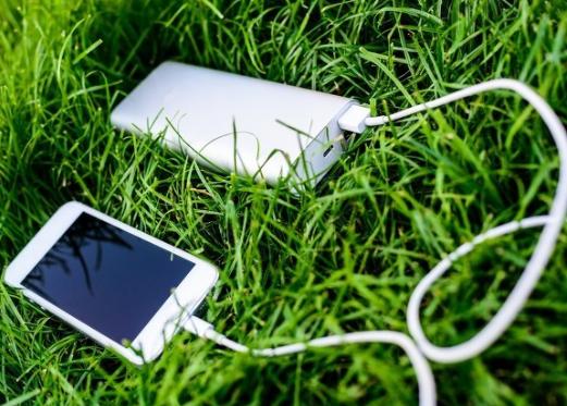 充电与听歌游戏同步进行,苹果的二合一耳机转接头四...