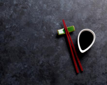 """双枪消毒便携筷:集""""便携筷+消毒器+充电宝""""于一体的产品"""