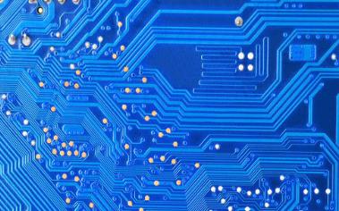 如何通过PCB分层堆叠设计控制EMI辐射的详细说明