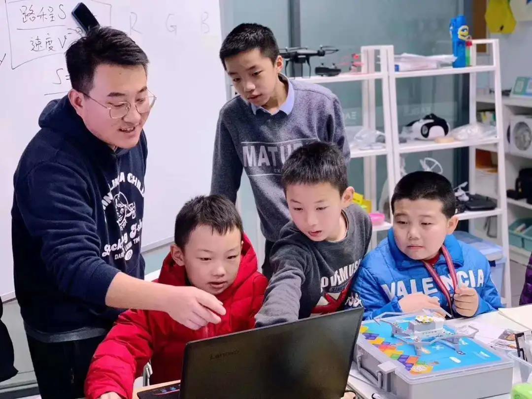 教育部将编程纳入中小学必修课 无人机编程教育有必要性