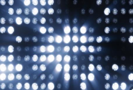 """""""人造月亮"""",能给现在的LED显示屏企业什么警示..."""