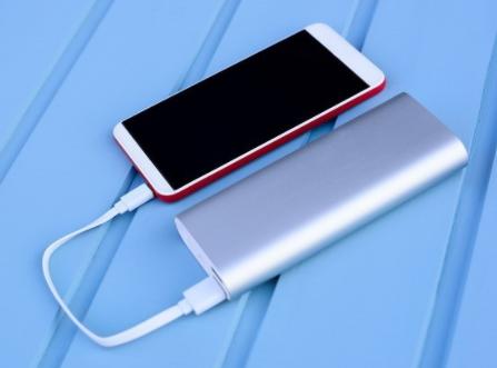 OPPO realme新款充电头,降低充电器体积,易于携带充电