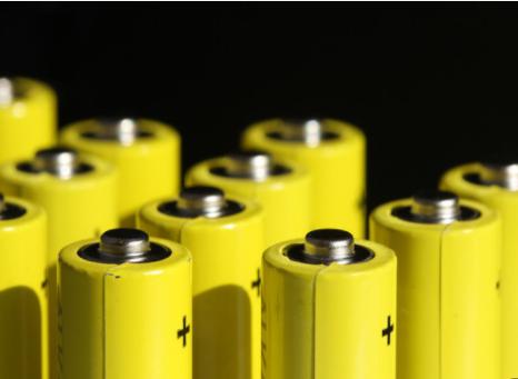 科学家发现稀有玻璃态金属,可明显提高电池性能