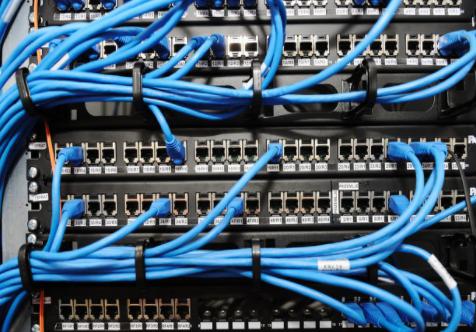 夹层连接器的关键特性符合工业物联网设计要求和应用