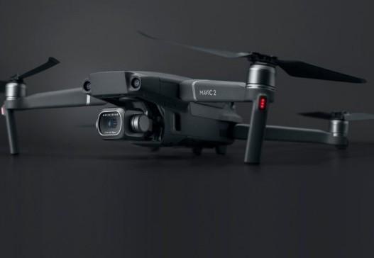 大疆公司推出首款带变焦功能的无人机