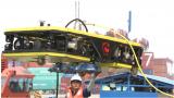 快讯:中国自主研发水下智能清洗机器人在青岛港码头下水
