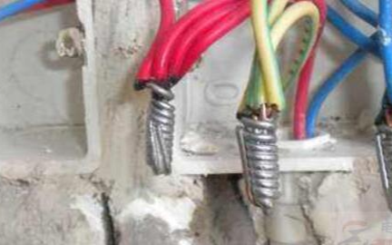 电线无负载时仍然发热的原因
