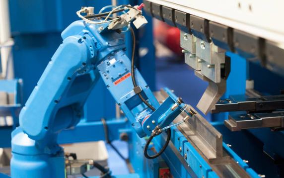 音箱外壳喷涂机器人的应用,它的技术优势是什么