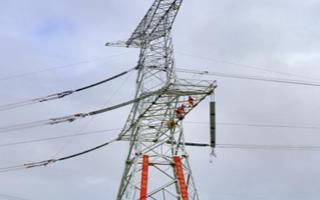 阿里与藏中电网联网工程全线贯通