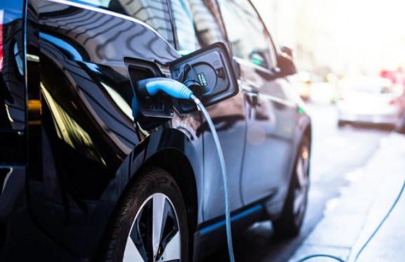 Model 3是上半年唯一一款交付超过10万辆的电动汽车