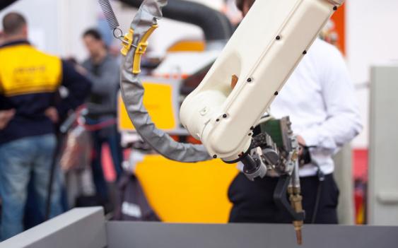 工业机器人与机械臂二者之间的区别是什么