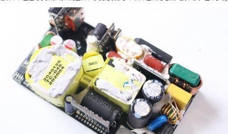 NCP13992AB 安森美电流模式的谐振控制器支持双口充电芯片?