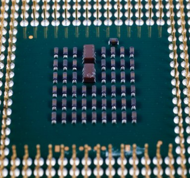 多核处理器内核IP得到了 SMIC 工艺下的流片...