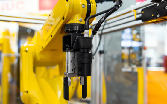 高度自动化的生产工厂,智能机器人应用随处可见