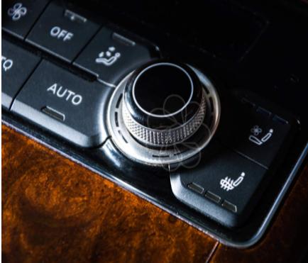 智慧车联提升出行魅力,车载显示技术新选择