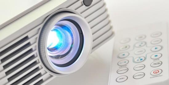 企先鋒利用透視型OLED照明開發出了剎車燈