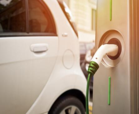 Lucid Air号称充电速度最快的电动汽车,充电一分钟增加20英里续航