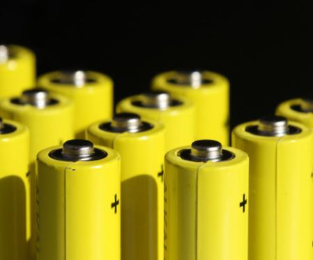两大巨头弃用锂电池选用磷酸铁锂电池,电池格局或将改变?
