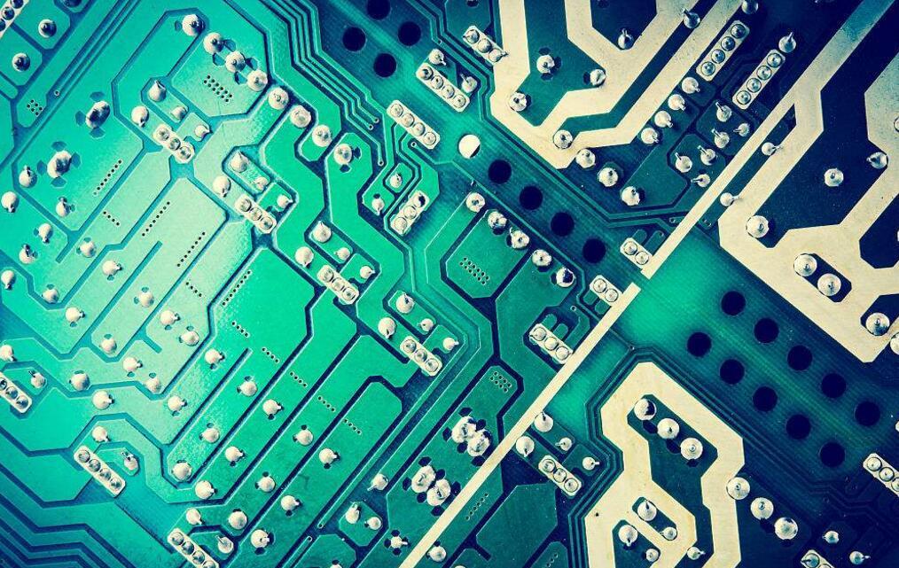 为什么很多PCB的颜色是绿色的?