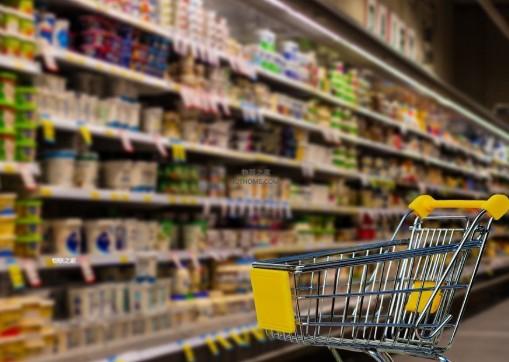 智能手推车利用智能手机应用程序为顾客提供无缝的购物体验